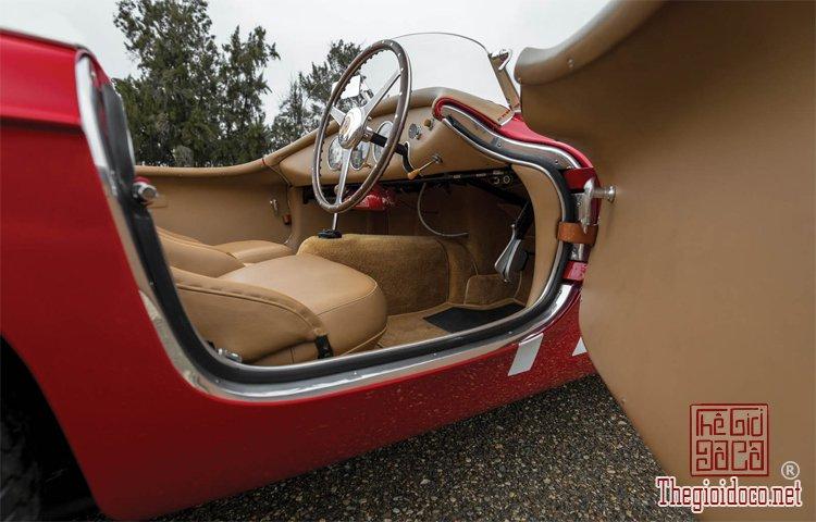 Ferraris-116-mot-trong-nhung-chiec-Ferraris-cuc-hiem-duoc-dua-ra-dau-gia (13).jpg