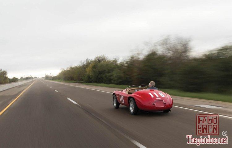 Ferraris-116-mot-trong-nhung-chiec-Ferraris-cuc-hiem-duoc-dua-ra-dau-gia (17).jpg