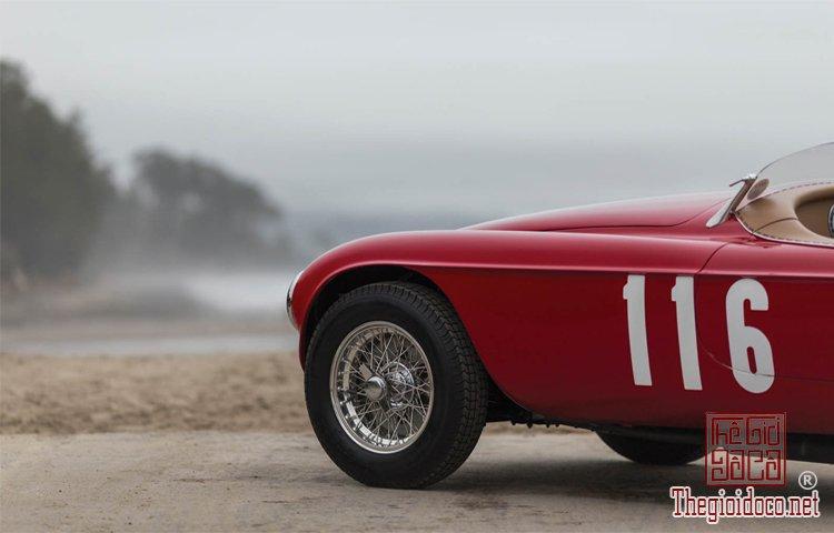 Ferraris-116-mot-trong-nhung-chiec-Ferraris-cuc-hiem-duoc-dua-ra-dau-gia (22).jpg