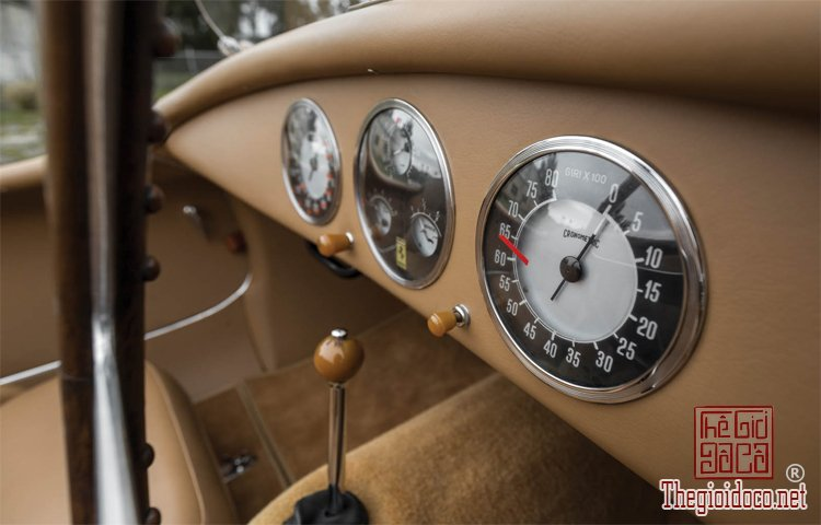 Ferraris-116-mot-trong-nhung-chiec-Ferraris-cuc-hiem-duoc-dua-ra-dau-gia (28).jpg