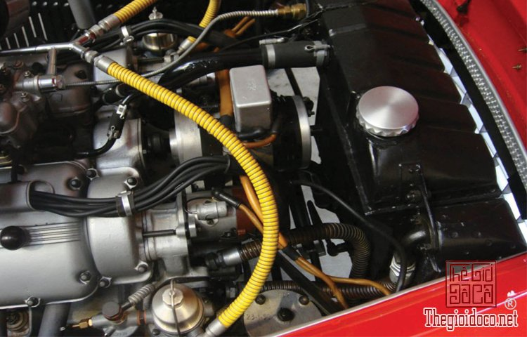 Ferraris-116-mot-trong-nhung-chiec-Ferraris-cuc-hiem-duoc-dua-ra-dau-gia (29).jpg