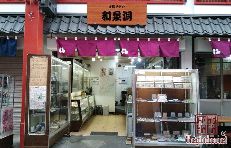 Cua-hang-do-co-Wasendo-o-Asakusa-duoc-vi-nhu-mot-bao-tang-tien-dong-xu-co-o-Nhat-Ban (2).jpg