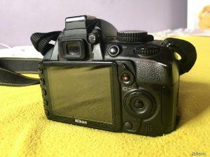 Nikon D3100 & lens 18-55mm VR cho người mới tập chơi.