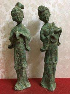 Giao lưu hai bức tượng thiếu nữ tuỳ các bác cảm nhận( Hình ảnh nói lên tất cả). Chất liệu: Đồng đúc.