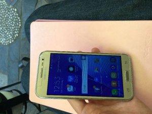 Samsung J2 màu GOLD . Hàng chính hãng giá rẻ.