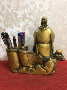 Ống Bút Khổng Tử đường nét và hình dáng cực kỳ tinh tế...thần thái và có hồn...) Chất liệu: Đồng đúc