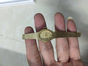 Cần bán đồng hồ nữ xưa. Lh 0963192949. 01276286296.