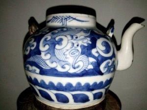 Ấm trà vẽ Ám Long