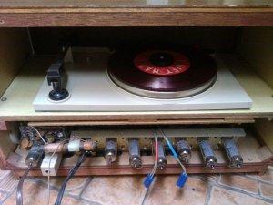 Máy hát đĩa cổ COLUMBIA