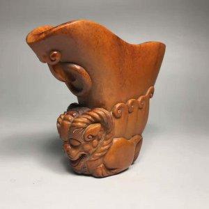 """Tuyệt tác từ sừng hươu :""""tước sừng chạm đầu dương"""" từ thời Hán Chiến"""