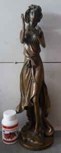Tượng cô ca sĩ bằng đồng nước ngoài rất đẹp cao khoảng 50cm nặng khoảng 3kg