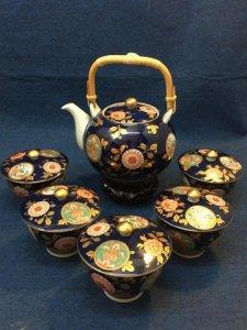 Bộ trà Imari vẽ tay, màu xanh coban sang trọng.ly nắp, viềng vàng.