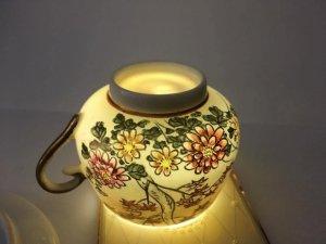 Tách trà Kutani 1900s.sứ xương, vẽ tay hoa phù Dung, lá Phong, và Chim.