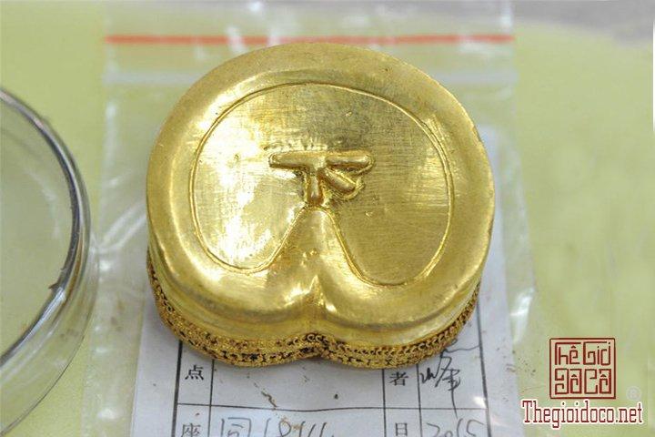 Phat-hien-hon-370-co-vat-bang-vang-trong-mo-co-2000-nam-tuoi-o-thanh-pho-Nam-Xuong (3).jpg