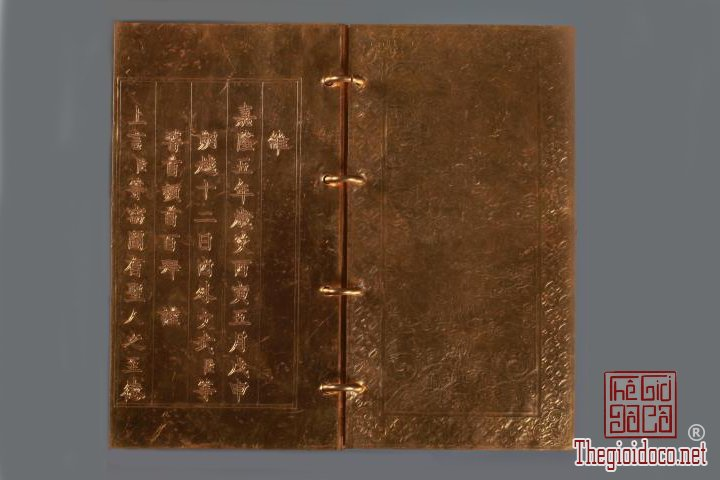 Bao-vat-hoang-cung -Kim-sach-trieu-Nguyen-(1802-1945)-lan-dau-duoc-trung-bay (2).jpg