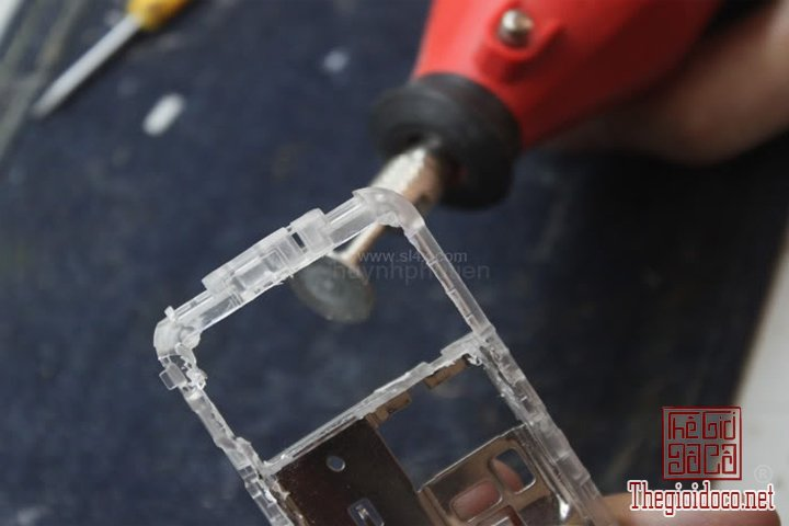 Huong-dan-do-2-man-hinh-cho-Nokia-1202-cuc-ky-don-gian-ma-ai-cung-lam-duoc (3).jpg