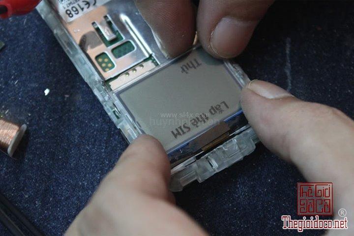 Huong-dan-do-2-man-hinh-cho-Nokia-1202-cuc-ky-don-gian-ma-ai-cung-lam-duoc (16).jpg