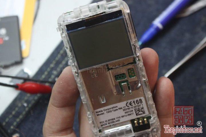 Huong-dan-do-2-man-hinh-cho-Nokia-1202-cuc-ky-don-gian-ma-ai-cung-lam-duoc (18).jpg