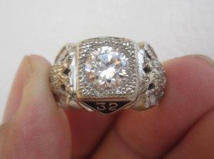 Nhẫn Masonic vàng 02 màu đính hột xoàn nhân tạo 7,2ly, sang trọng và quý tộc.