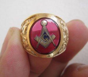 Nhẫn Masonic hột đỏ khảm vàng biểu tượng Masonic, sang trọng, lĩnh lãm.