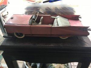 Xe hơi đồ chơi của người Saigon xưa.