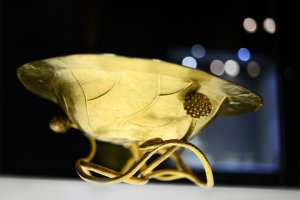 Ngắm bộ sưu tập cổ vật Cung đình Huế với vẻ đẹp cực kỳ tinh tế