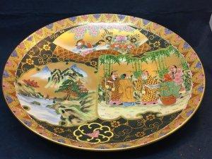 Dĩa Kutani, vẽ Trúc Lâm Thất Hiền trong vườn Trúc, phong cảnh.dòng cao cấp, vẽ tay gấm và vàng 24k.