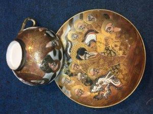 Bộ trà Satsuma Mạ vàng, vẽ tích 500 vị La Hán. Sứ xương. Vẽ tay.