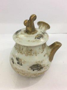 Ấm trà cổ mini, vẽ Rùa. Vẽ tay và vàng. Kt: 7cm x 5.5cm