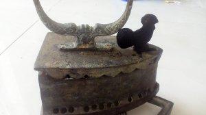 Bàn ủi con gà,chính chủ bán bàn ủi xưa thời pháp 24 lổ. LH : 0902151720 trực tiếp chủ bán