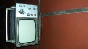 TiVi SoNy Xưa  màng hình 11Cm.. Làm mô hình trưng bài rất đẹp