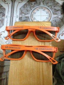 02 kính xem film 3D LG. Giá bán: 50k