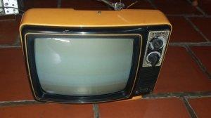 TiVi Trắng Đen Sanyo Nhật Xưa ...mới98%  máy còn hát dc nua màn hìnnh