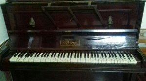 Đàn piano cơ cổ của Pháp hiệu Régy Paris còn sử dụng được nay để lại cho người sưu tầm
