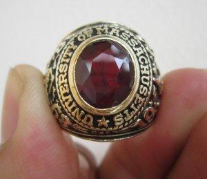 Nhẫn 10K, đại học Massachusetts nổi tiếng, năm 1964,phom to tròn, nặng vàng