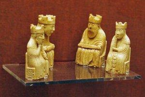 Ngắm nhìn một phần của bộ cờ vua Trondheim được cho là có từ thế kỷ 12 ở Na Uy