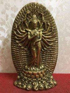 Phật thiên thủ thiên nhãn rất đẹp và độc đáo. Chất liệu: Đồng đúc. Kích thước: Cao 26/15 nặng 2kg. L