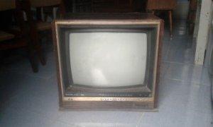 Cần mua tivi Denon hoặc Tivi trắng đen cổ