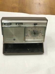 ĐH để bàn có RADIO - Hiệu WESTINGHOUSE TRAVEL CLOCK RADIO