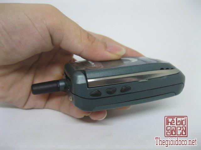 Motorola-V8088-Motorola-V-cuoi-MC2 (4).JPG
