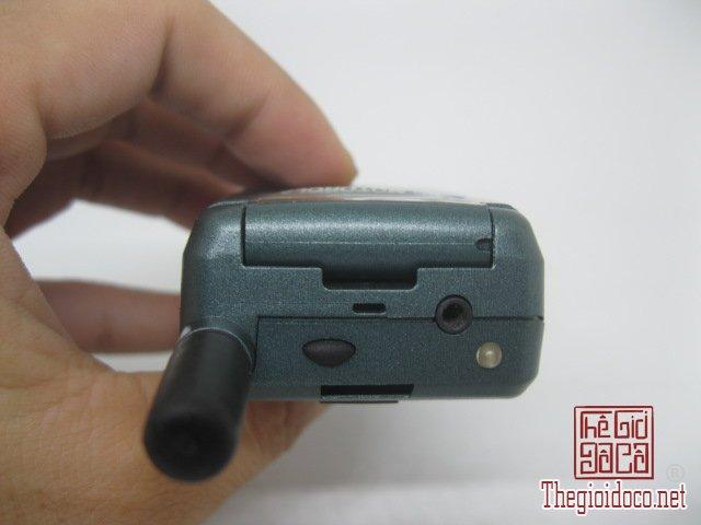 Motorola-V8088-Motorola-V-cuoi-MC2 (6).JPG