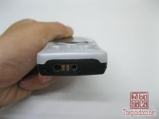 Nokia-8210-nguyen-zin-chinh-hang-cực-doc (3).JPG