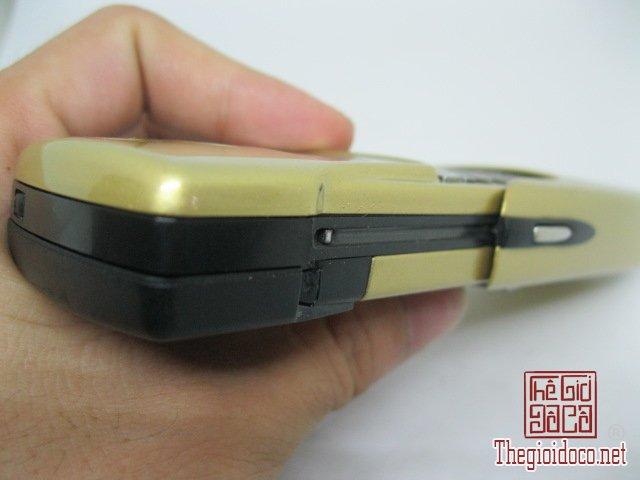 Nokia-8910-Gold (17).JPG