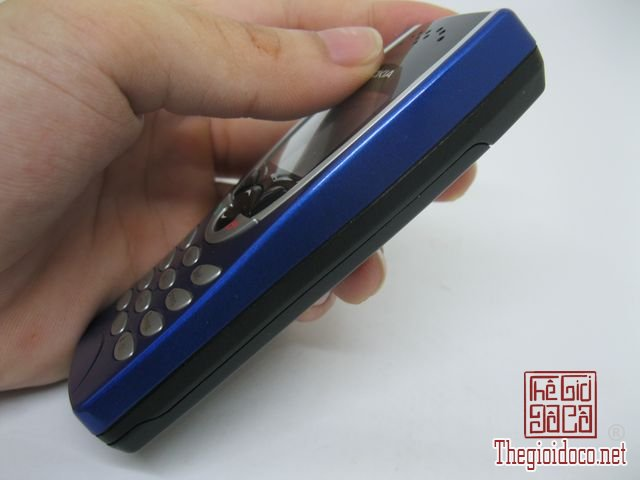 Nokia-8210-Xanh (10).JPG