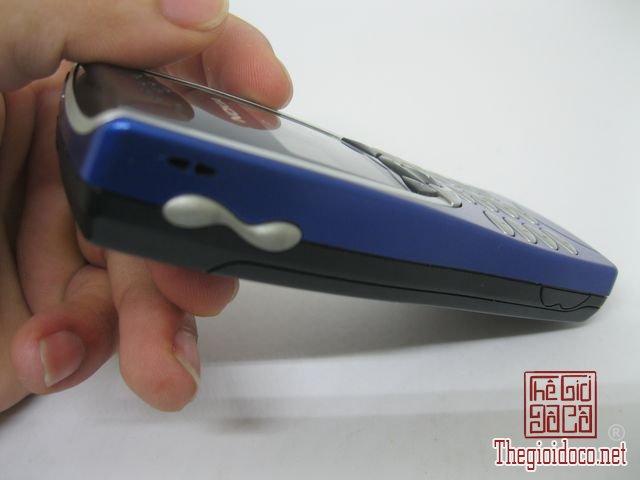 Nokia-8210-Xanh (11).JPG