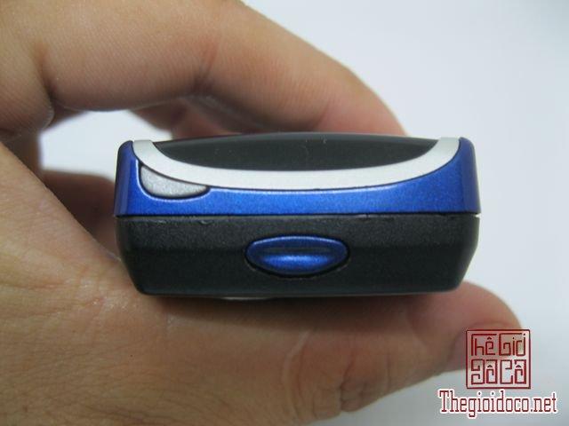 Nokia-8210-Xanh (13).JPG