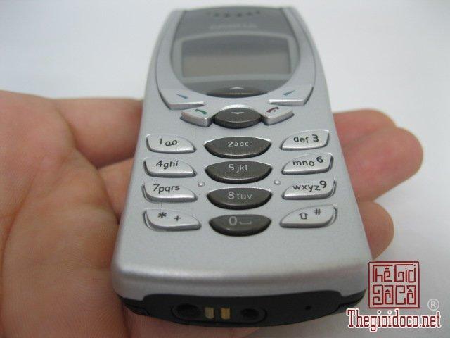 Nokia-8250-Bac (1).JPG