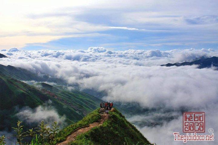 San-may-o-Ta-Xua-du-ngoan-Song-lung-khung-long-cho-cac-ban-tham-khao (4).jpg
