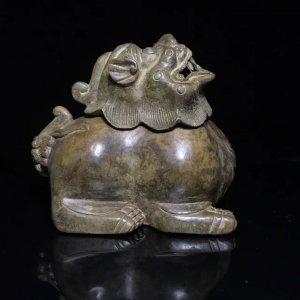 Thần thú xông trầm bằng đồng Thời Đại Minh.Kích thước 13cm*9,5cm*12cm.