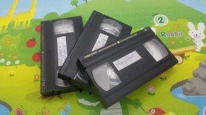 3 cuốn băng Video VHS tuyển chọn tiếng hát Hoàng Oanh - Chế Linh 2 - Như Quỳnh 1 .